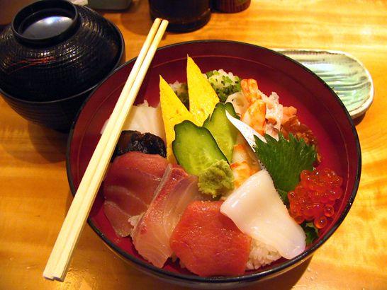 Вот японская еда.  Обожаю своего разноглазого котю)